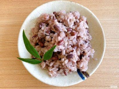 画像2: もち麦入り赤飯150g  北海道産小豆、九州産黒米使用。無添加、無着色。